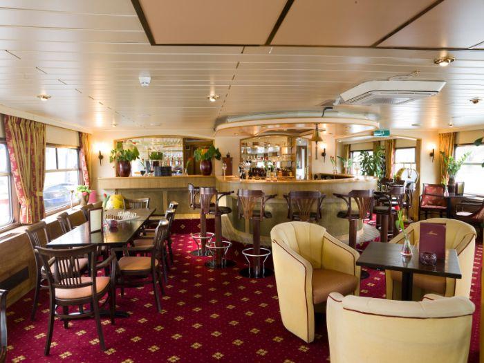 Gef hrte reise mit velo und schiff in bordeaux for Salon des antiquaires bordeaux