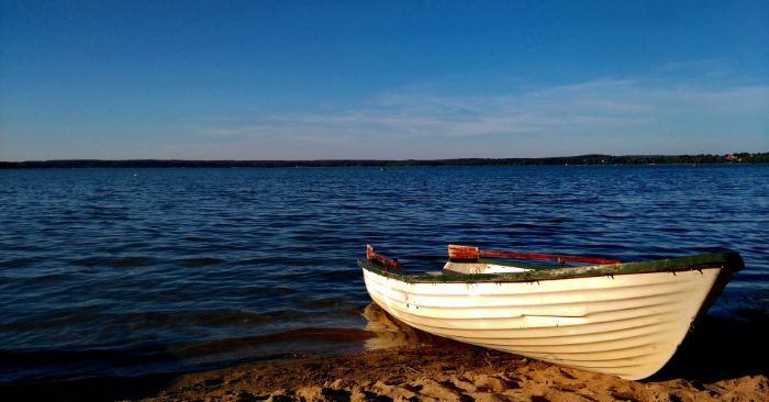 Boot am Seeufer