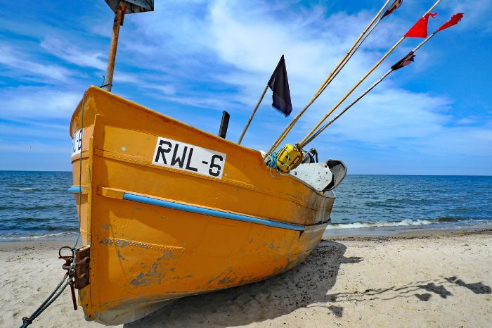 Boot am Ostseestrand